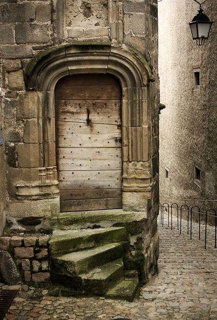 Escalera y Acceso Principal - Auvergne, France