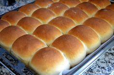 Min bedste opskrift på de lækreste hjemmebagte hveder med kardemomme. Lige til at riste og servere med smør, ost, syltetøj eller pålæg til Store Bededag.