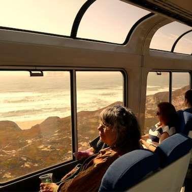 Essa é a viagem de trem mais bonita ao longo da costa do Pacífico