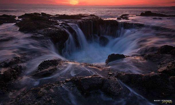 natuurlijke zoutwaterfontein bij de kust van Oregon.