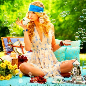 Inspiration photo. Taylor Swift, Fearless album artwork. Inspiration for a picnic style wedding. I have a T-Shirt with the same pic