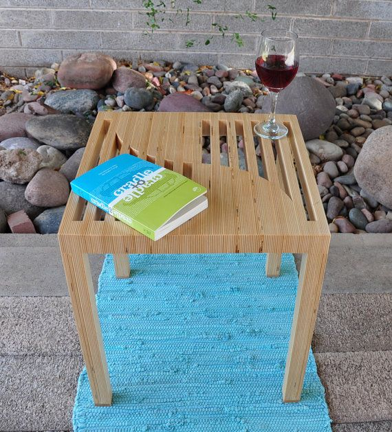 """Moderní Tabulka Baltského březové překližky.  """"Dal Segno"""" Music Motif.  Stolek.  Odkládací stolek.  Organic nábytek.  Průmyslový design.  Abstraktní umění."""