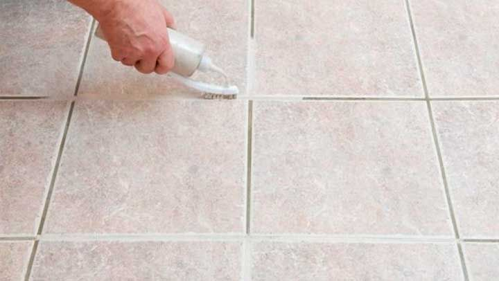 Este método limpia azulejos y es el único que realmente deja la unión del piso como si estuviera acabado de poner como cuando te mudaste.
