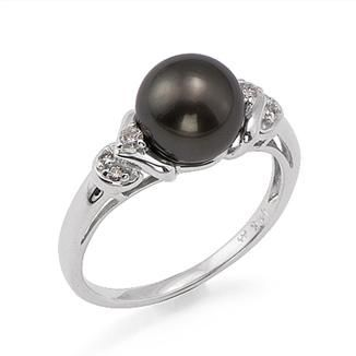 If i were a girl, this is the ring i would want to be proposed to with. Tahitian Black Pearl with diamonds in 14k White Gold