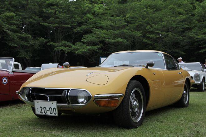 1970年「トヨタ2000GT」。純正色にはなかった、美しいゴールドのボディーカラーは、東京モーターショーの出展車両に倣ったものとのこと。
