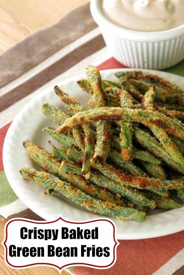 Crispy Baked Green Bean Fries and Balsamic Yogurt Dip. Low-carb, gluten-free recipe to satisfy your need to crunch. #greenbeanfries #lowcarb #glutenfree