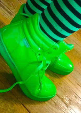 Kaufe meinen Artikel bei #Kleiderkreisel http://www.kleiderkreisel.de/damenschuhe/turnschuhe/137210318-neongrune-lack-sneakers-von-venice-mit-wechselschnursenkeln
