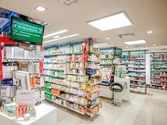La Pharmacie Fontvieille si trova nel Centro Commerciale di Fontvieille, nel Principato di Monaco.  OBIETTIVO: ritrovare la semplicità di una comunicazione diretta e stimolante, in una società sempre più caotica, complessa e frammentata.  CONCEPT: abbiamo concepito un tipo … Continua