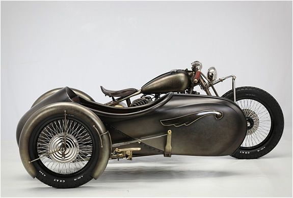 Union is a Art Deco-inspired sidecar attached to a 1942 Harley-Davidson Model U. It was created by Italian workshop Abnormal Cycles, they specialize in making custom and special bikes. Has Bike Exif put it, there's something reminiscent of Flash Gord