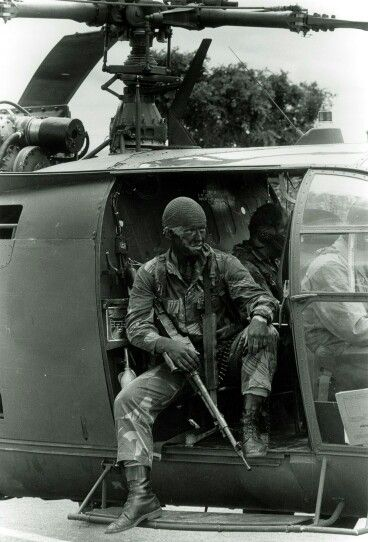 "Rhodesian Light Infantry in action with light hélicopters ""Alouette III"""
