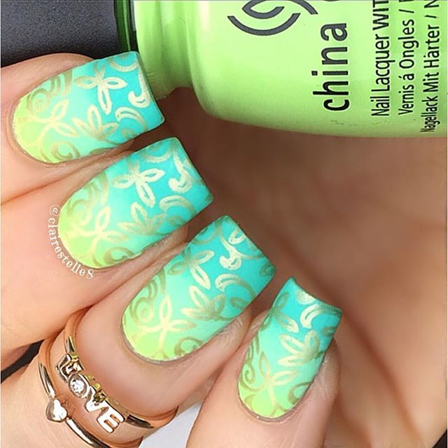 Nail-Art IG photo by @clairestelle8 | via ink361.com #gradient #nailart #nailstamping #goldfoil #clairestelle8 ♥•♥•♥
