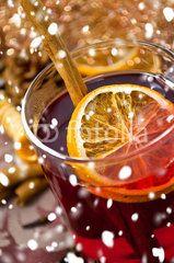 Wintertee, Punsch, WInterpunsch, Weihnachtspunsch mit Orange und Zimtstange