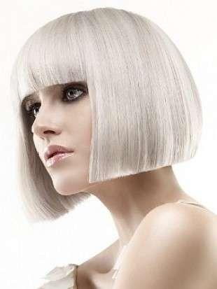 Tagli di capelli e acconciature 2013 - Caschetto biondo platino