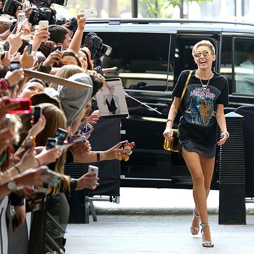 CROWD PLEASER photo | Miley Cyrus