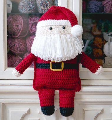 Cuddly Santa Claus pillow toy (free crochet pattern) // Horgolt Mikulás párna (ingyenes horgolásminta) // Mindy - craft tutorial collection // #crafts #DIY #craftTutorial #tutorial #DIYToys #ToyMaking #HandmadeToy