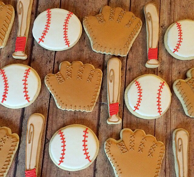 Baseball sugar cookies! Great for any event for the baseball fan!
