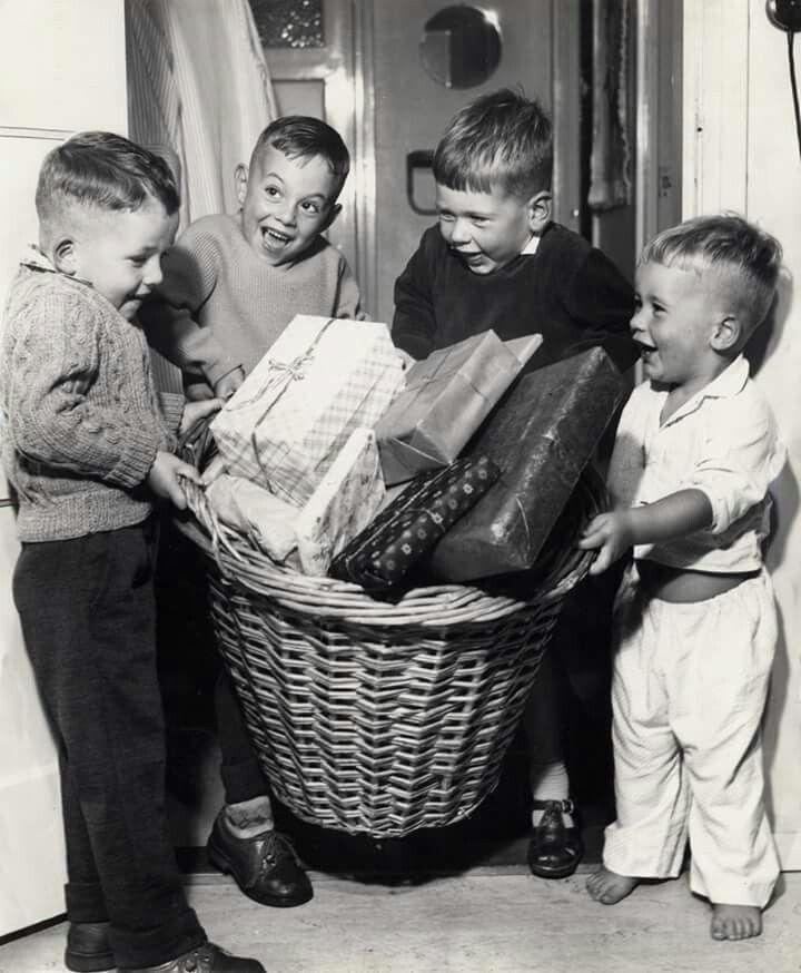 Die blije koppies! Sinterklaasfeest jaren 60.