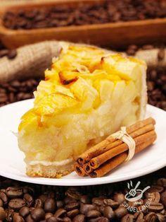 Avete voglia di una crostata che abbia il sapore delle cose semplici ma buone? Eccola qua! Per renderla più croccante, unite delle noci spezzettate!