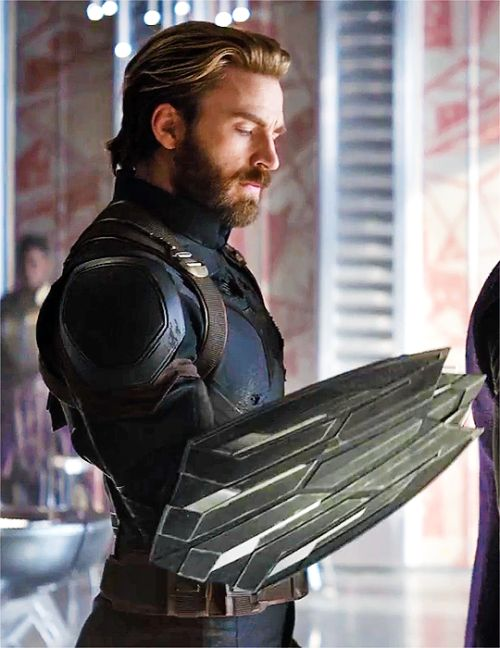 chris evans beard (Okay, don't laugh,  Thanks for helping me.out. I wonder who the bearded guy was!!!)