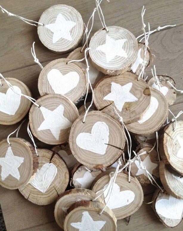 Kerstversiering houten rondjes met witte ster en hartjes