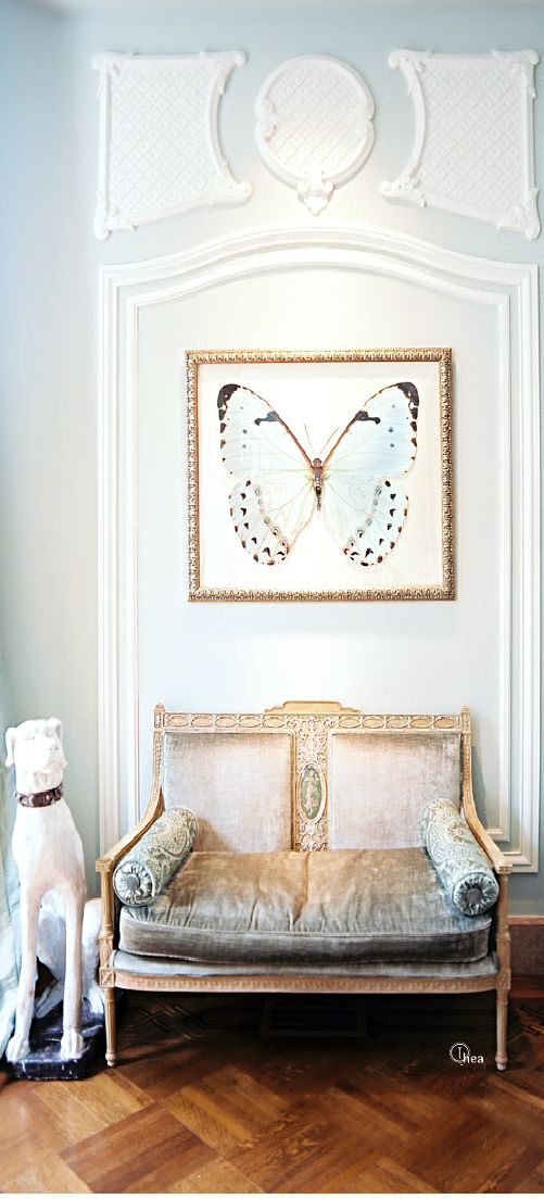 The detailing in the frame moulding highlights the details of that beautiful butterfly artwork. The metallic tone of the frame works with the bench. It's the little elements that make a successful design.