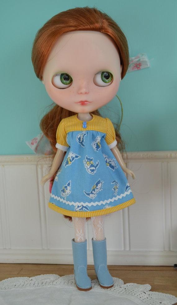 Smock Dress for Blythe  Soft Kitty by LaPetitePamplemousse on Etsy, $15.00