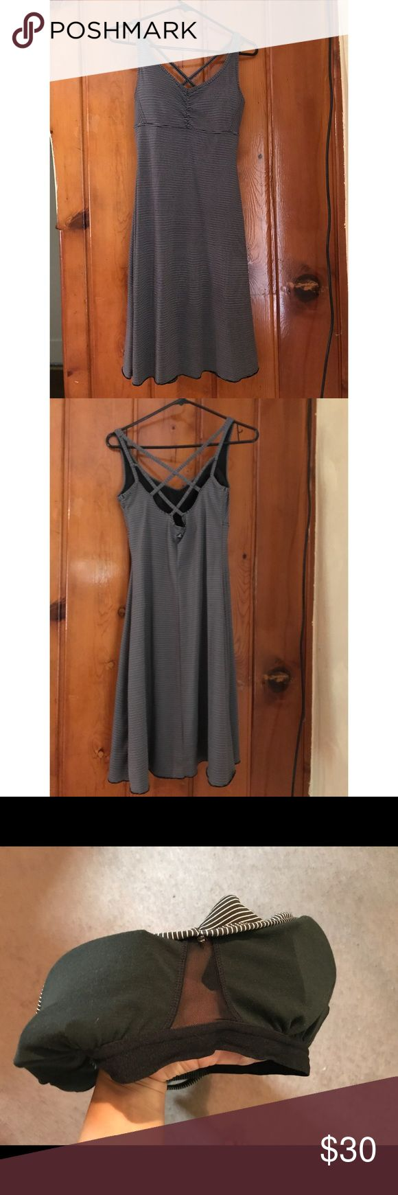Athletic Columbia Dress Flowy Columbia dress. It has a built in bra as well! Love the Zig zag back. It's a great dress for the summer! Only worn once. Columbia Dresses Midi
