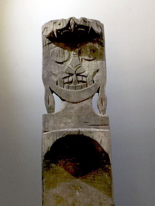 Oude ladder - Dyacopterus - Kalimantan - Indonesië  Trap voor ceremonie huis. Nederlandse koloniale collectie. Heeft een groot user patina (gebruikt voor generaties).in zeer goede staatGemaakt van houtLengte: 195 cmVrij zwaar stuktoegestuurd via internationale prioriteit verzendservice  EUR 43.00  Meer informatie