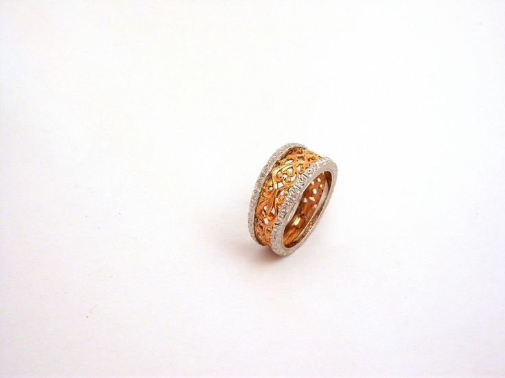 Ring - Ornament two colors. 18 carat gold (kt), Yellow and White gold, 8.00 grams (gr). Size: 7 inches (Usa)   14 mm (Italy).Codex: Moo.ss.