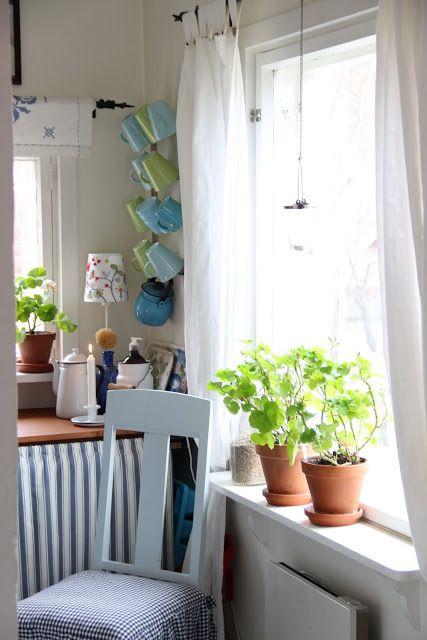 Pikkutalon elämää: Pikkutalon keittiössä