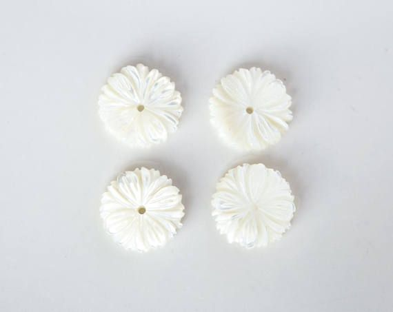 2754 Carved shell beads 12.5 mm Ivory flowers Natural white