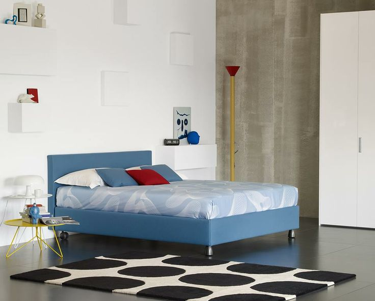 "Bed with simple and essential lines // Letto dalle linee semplici ed essenziali (Letto matrimoniale / Double Bed ""Notturno 2"" by Flou) #Beds #Bedroom #Letto #InteriorDesign #HomeDecor #Design #Arredamento #Furnishings #colors #colourful #colorful #blue"