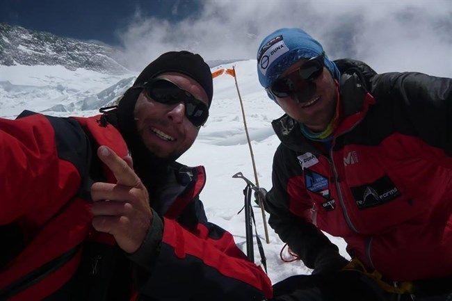 Feljutott a világ 12. legmagasabb hegycsúcsára Varga Csaba és Suhajda Szilárd    Feljutott a Föld 12. legmagasabb hegycsúcsára, a 8051 méteres Broad Peakre Varga Csaba nagyváradi és Suhajda Szilárd békéscsabai hegymászó – közölte a Duna televíziós csatorna Hazajáró című műsorát gyártó cég, az expedíció segítője a Facebook közösségi portálon csütörtök este.  Olvass tovább: http://www.tarka-hirek.hu/hirek/feljutott-a-vilag-12-legmagasabb-hegycsucsara-varga-csaba-es-suhajda-szilard/