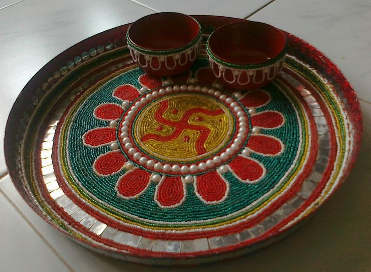 Beautifully decorated aarti thali favors pinterest for Aarti thali decoration with kundan