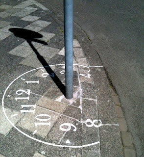 Sundial graffiti around a traffic sign in Maastricht