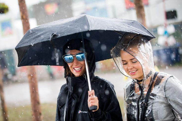 Stilguide: Sådan bliver du trendy i regnvejret
