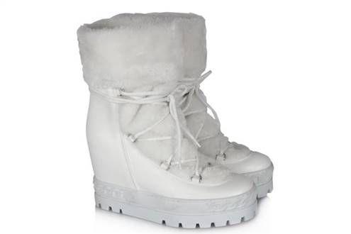 Beyaz Kar Botu Kürklü Bayan