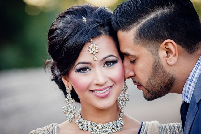 Indian Punjabi bride in kundan diamond necklace earrings and tikka #indianwedding