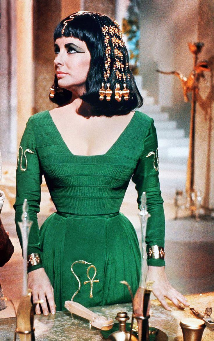 """Elizabeth Taylor In €�cleopatra"""" 1963"""