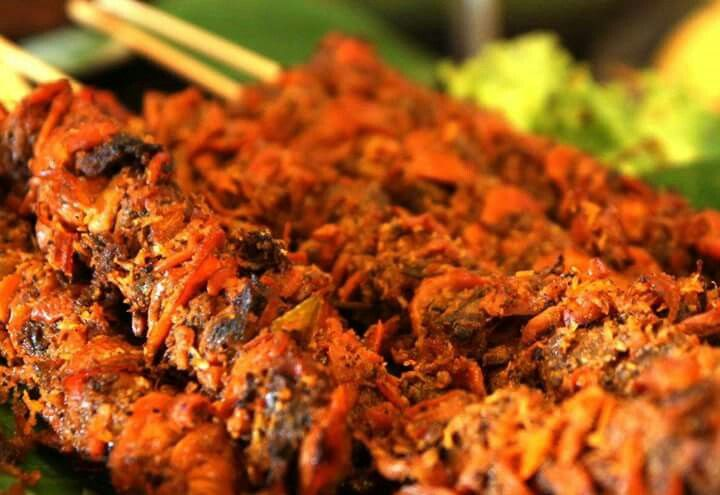INDONESIA BANGET, Sate Kerang   Sate kerang yang cukup populer di kota Surabaya ini memasaknya tidaklah dibakar, tetapi direbus. Biasanya, sate kerang dinikmati sebagai pendamping hidangan lontong balap.