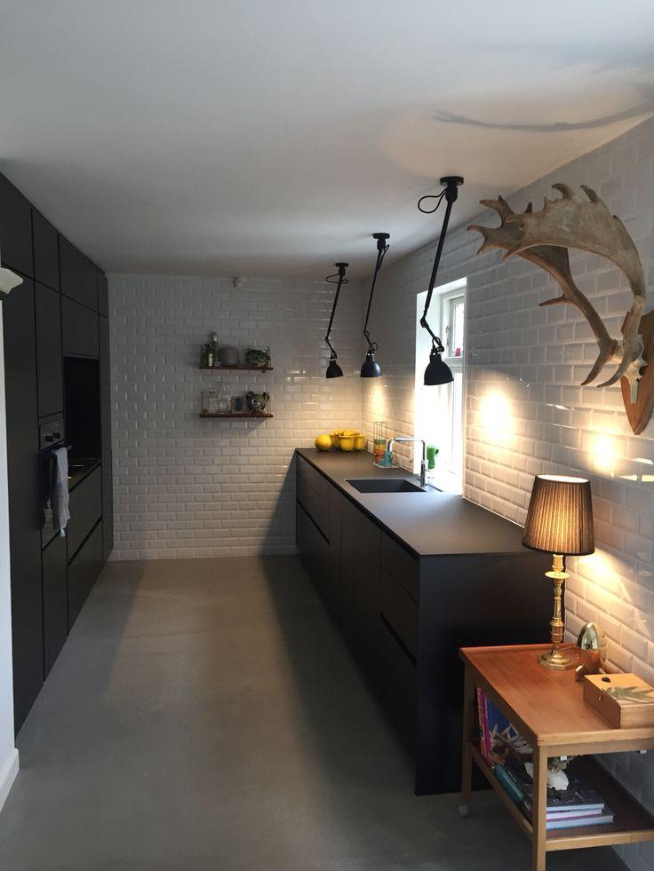Black kitchen Metrotiles Sort køkken med metrofliser