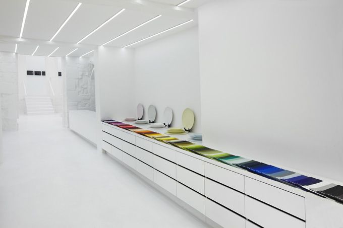 The Queen of Tableware - Muriel Grateau Grateau New Space in Paris: White Spaces, Offices Design, Color, Stores Design, Muriel Grateau, Grateau Galleries, The Queen, Paris Home Decor, Design Offices