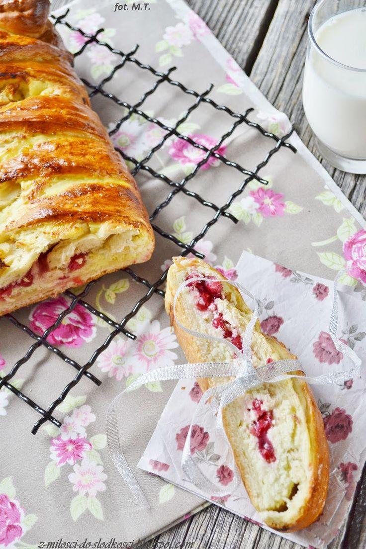 Z miłości do słodkości...: Chałka z białym serem i czerwoną porzeczką
