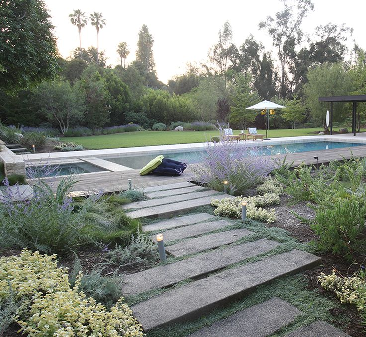 Modern Or Rustic Front Landscape Design: With Her Drought-tolerant Landscapes And Permeable
