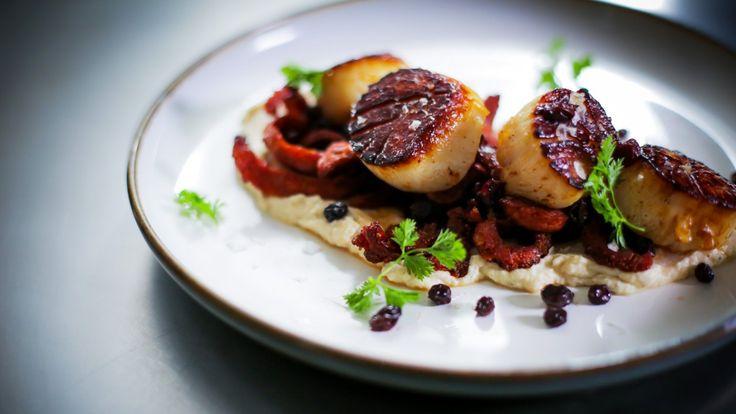 Pétoncles, purée de chou-fleur et chorizo croustillant | Zeste