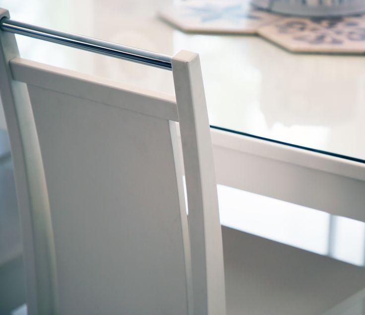 Ajaton yhdistelmä puuta ja metallia Malli: Koru ruokatuoli Vaihtoehdot: useita värivaihtoehtoja, istuin saatavana myös verhoiltuna Jälleenmyyjä: Asko-myymälät  #pohjanmaan #pohjanmaankaluste  #koti #keittiö #kitcheninspo #kitchendecor #diningchair #diningtable