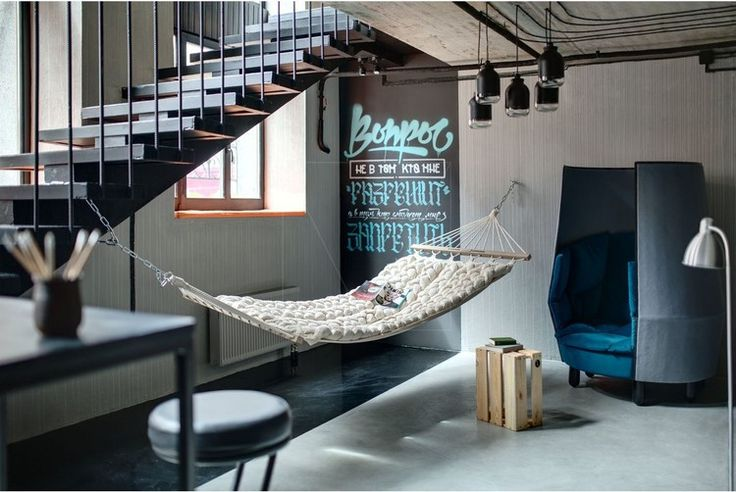 Современная библиотека общей площадью 147 кв.м. расположена в Киеве, Украина, разработана дизайнером Сергеем Махно.