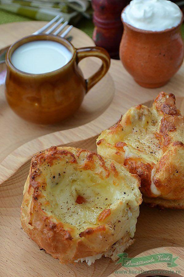 Si azi va prezentam o reteta usor de preparat si delicioasa, Oua in Baghete de Paine ideal a fi servite la micul dejun impreuna cu o cana cu lapte cald. Stim deja ca micul dejun este intotdeauna mai bun cu lapte asadar sa nu uitam de cea mai importanta masa a zilei. Din acest motiv