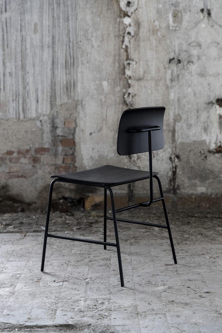 Black, smooth and elegant - Sincera Chair // Bent Hansen
