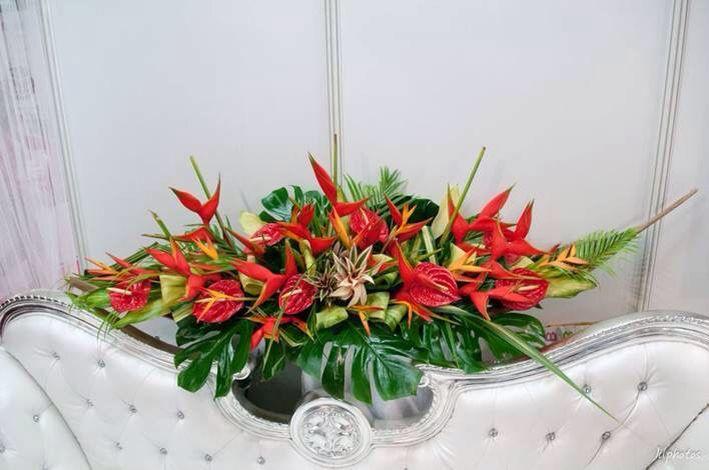 Nous proposons de belles créations festive pour vos fêtes  de fin d'année. #delyfleurs #fleurs #fetes #findannee
